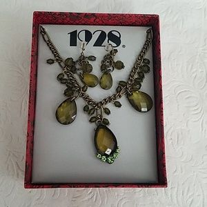 1928 Green Necklace & Earring Jewelry Set NEW